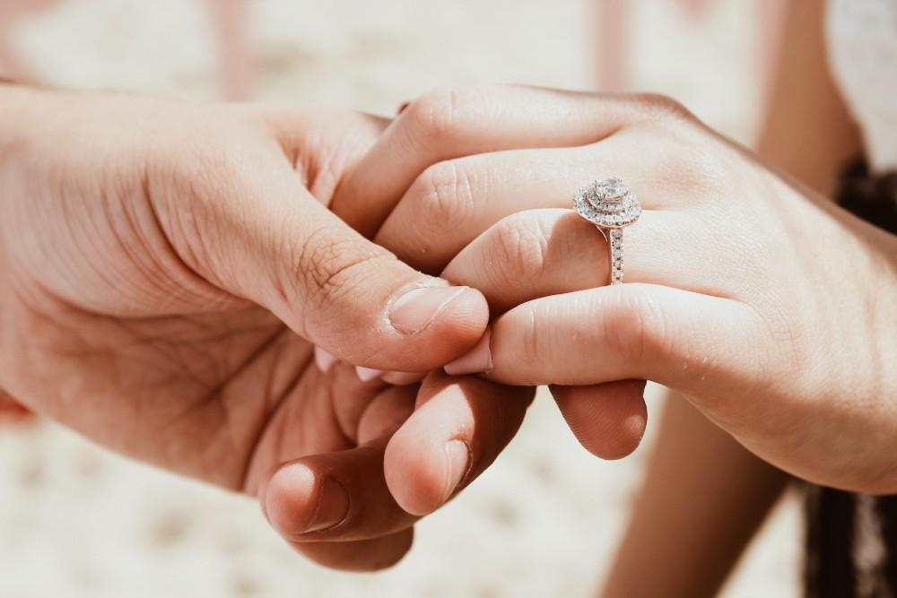 Should You Buy an Engagement Ring Setting or a Preset Engagement Ring?