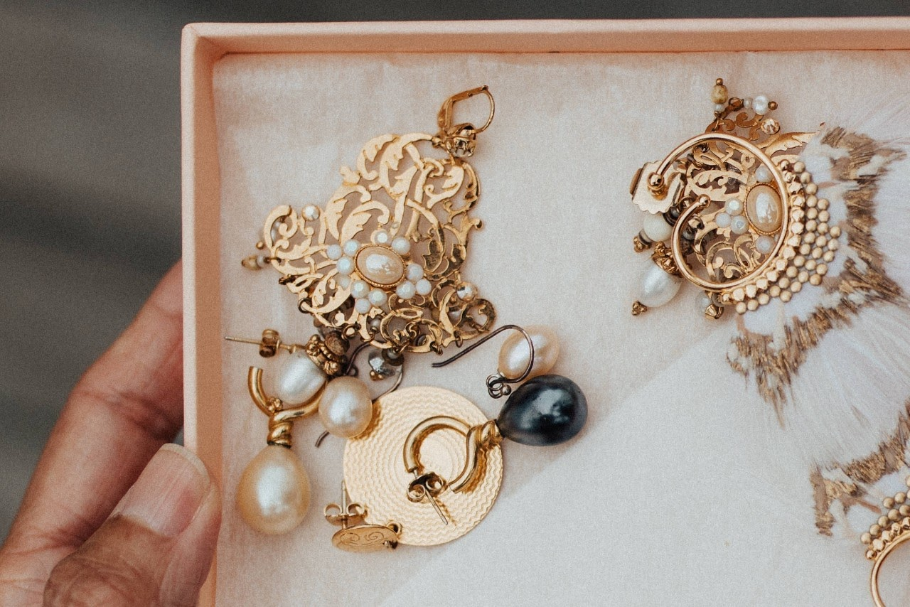 Cleaning Tips for Glowing Jewellery
